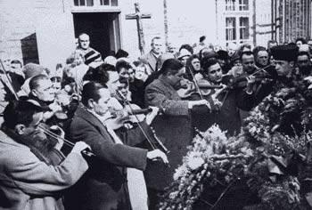 """Begräbnis des """"Roma-Königs"""" Vados (Ungarn)"""